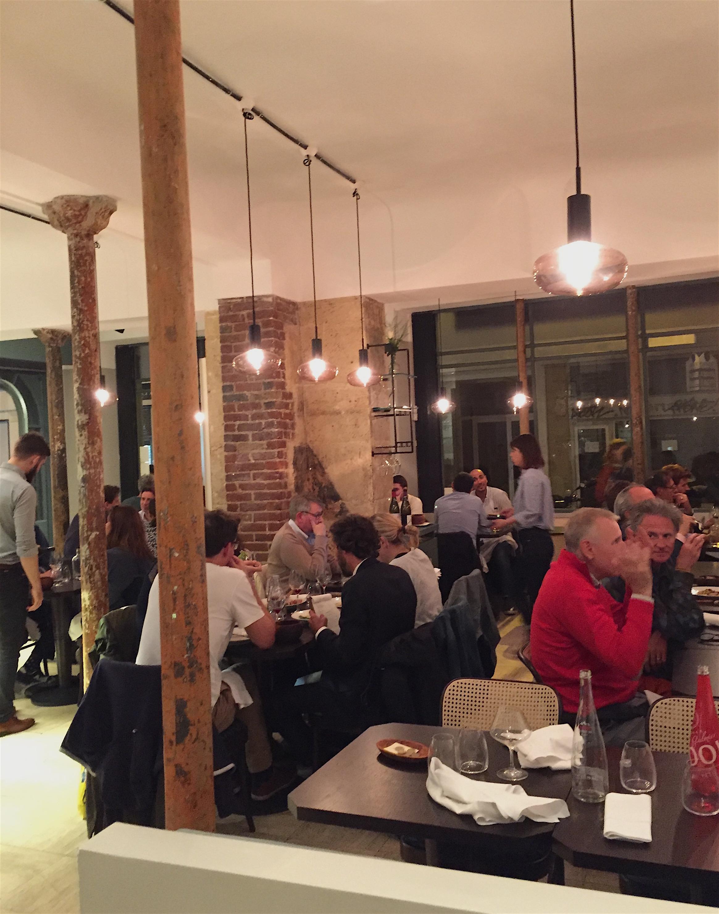 Restaurant Eels - Dining room @ Alexander Lobrano