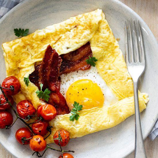 Easy breakfast egg crêpes