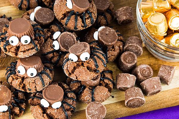 easy halloween spider cookies 4