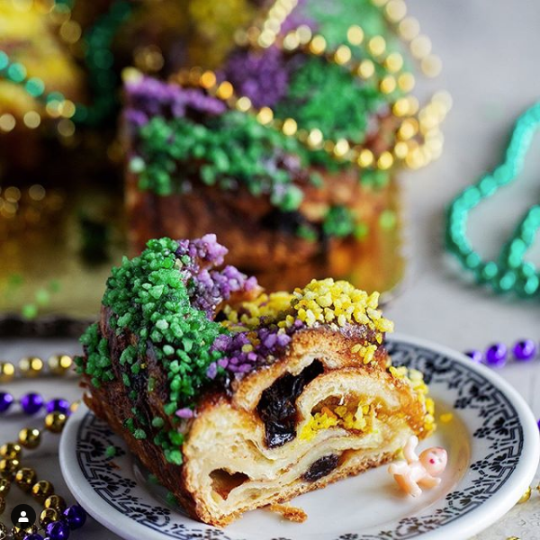 King for a day: Bakery Nouveaus glitzy New Orleans-style cake is fit for a royal.