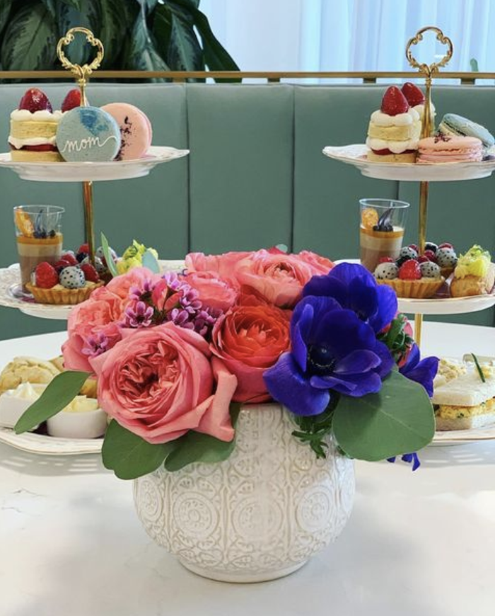 Make your moms teatime dreams come true with Fogrose Ice Creams high tea set, which comes with fresh flowers.